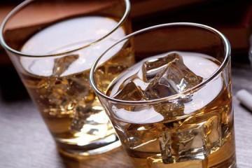 5 cách phân biệt rượu giả bạn nên biết